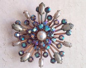 Vintage brooch with pearl and aurora boreal us stones