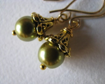 Green Pearl Earrings, Light Spring Green Pearls and Gold Earrings