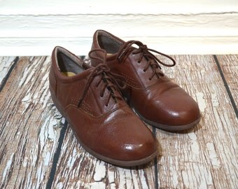 20 DOLLAR SUPER SALE! Vintage Womens Brown Oxfords Size 10 - Dr Scholl's Shoes - Womens Brogues