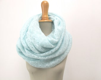 knitted circlescarf, infinity shawl in mint