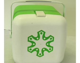 Igloo 1 Gallon Hot or Cold Drink Dispenser Vintage Lime Green and White