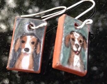 Majolica tile earrings: hunting dogs