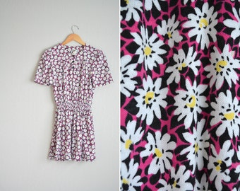 SALE / vintage '80s GRUNGE DAISY print short sleeve mini dress. size m.