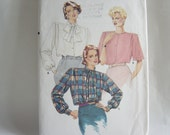 Very Easy Very Vogue Pattern 9395 Uncut