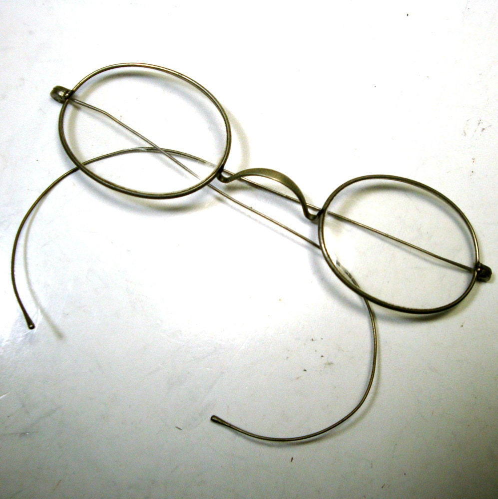 1900s Cable Temple Eyeglasses Antique Oval Wire Rimmed