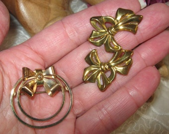 Vintage gold filled circle bow pin earrings set, circle bow pin and bow screwback earrings, gold fill circle bow pin bow earrings