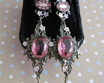 Chandelier Pierced Earrings Pink Stones