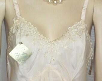Deadstock Vintage Full Dress Slip Side Zipper Embroidered Lace 32