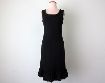 60s dress / black eyelet lace wiggle fitted sleeveless (xs - s)