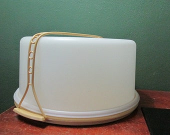 Tupperware Pie or Cake Carrier Taker with Carrying Handle