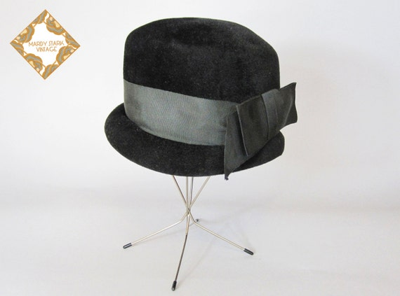 Vintage hat / black vintage hat / equestrian hat /  Black velour / 1920s cloche hat with bow size small