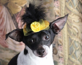 Cute gold    color  mini  hat with   feather and flower  for dog or cat