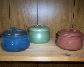 Small Bean Pot style sugar bowl or casserole