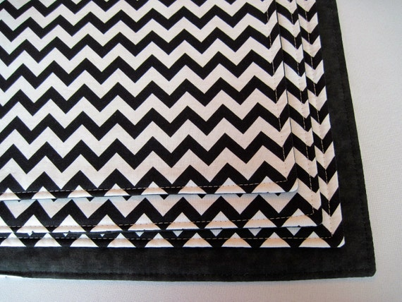 black and white chevron placemats set of 4 or 6 reversible zig. Black Bedroom Furniture Sets. Home Design Ideas