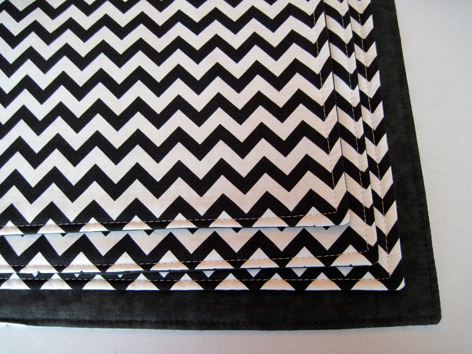 black and white chevron placemats set of  or  reversible zig - 🔎zoom