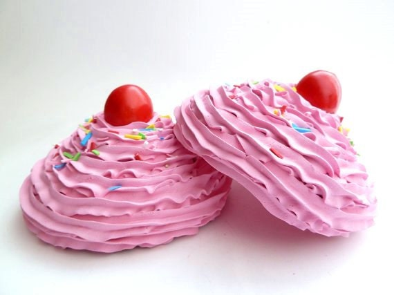 KATY PERRY BRA set of 2 oversize fake cupcake frosting great for katy perry costume very easy to attach to bra