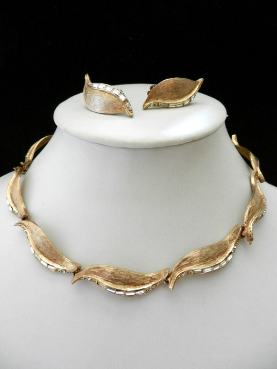 Splendorous jewel,  1950 - earrings & necklace demi parure - gold and crystal for a timeless style-art.409-