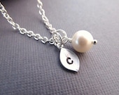 Personalized Necklace, Silver Leaf with Initial and Pearl, Minimal Necklace, Bridesmaid Gift, Bridal Jewelry, Bridesmaid Necklace