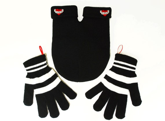 Love Buttons SMITTEN with Gloves (for holding hands when its cold outside) FREE Smitten Card Included