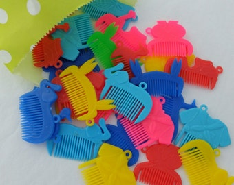 Set of 10 retro neon mini animal plastic comb toys nice to use as gift tag surprise gift or key chain zipper / 001