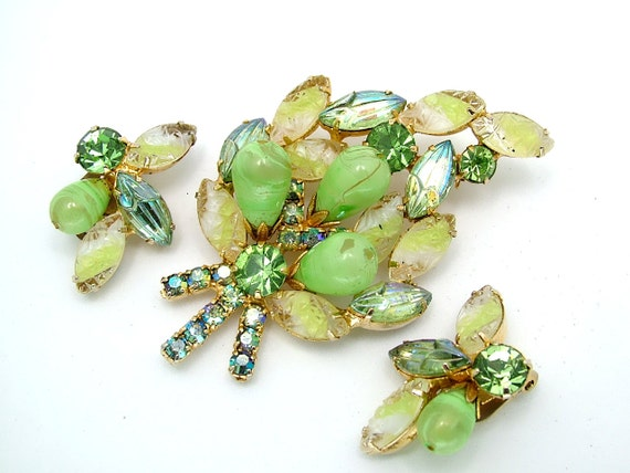 Vintage Brooch & Earrings Set Juliana Green Grape Two Tone Tiger Striped DeLizza and Elster Demi Parure