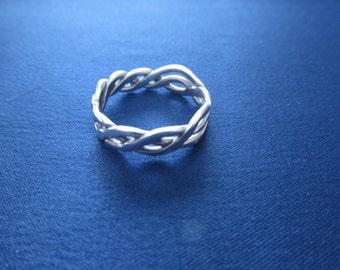 Celtic knot ring in sterling silver