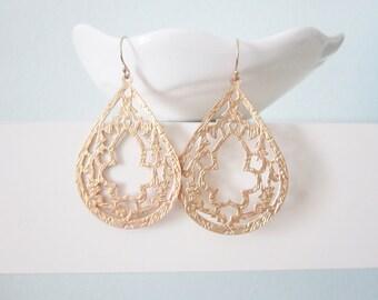 Gold teardrop earrings, plume, delicate modern jewelry