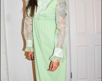 A D O R A B L E 1970s Green Floral Ruffle Lace Hippie BOHO Prairie Folk Dress