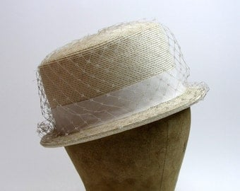 Vintage 1950s Eggshell White Large Round Box Hat Small Brim and Netting