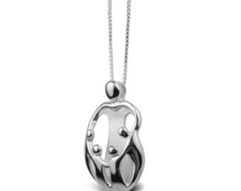 Mother and child family mohter and  4 children solid sterling silver 925 small pendant