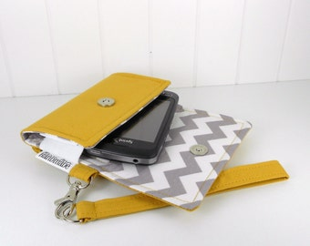 The Errand Runner Cell Phone Wallet, Wristlet for iPhone/Galaxy - Honey/Chevron in Gray