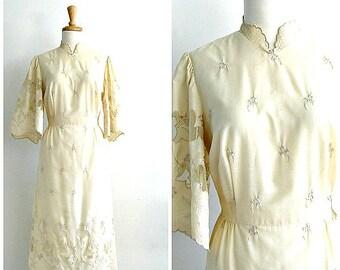 Vintage Linen Wedding Dress - 70s dress - cream dress - embroidered - tea dress - bridal - midi - medium
