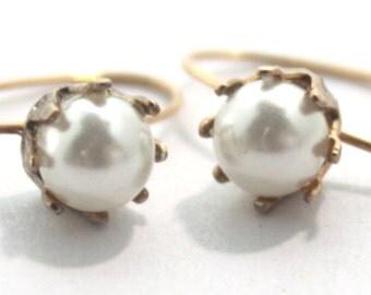 Vintage Gold Earrings W/ Pearl in Thin Crown