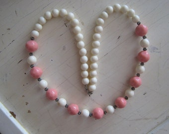 Vintage 1950s Pink and White Plastic Bead Necklace