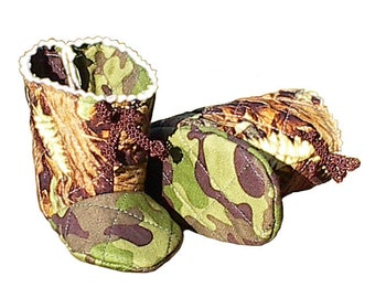 Camo Baby Boots, handmade quilted boy girl camouflage infant shoes s2