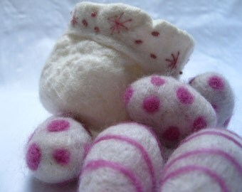 Merino Felt Vessel with 5 Little Felt Eggs. Needle felted Easter Eggs. Pink Swirls & Spots Decoration. Embroidered Vessel with wool eggs