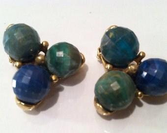 KRAMER Designer Clip on Earrings Blue Green Golden Cluster Unusual Pretty Vintage Jewelry artedellamoda