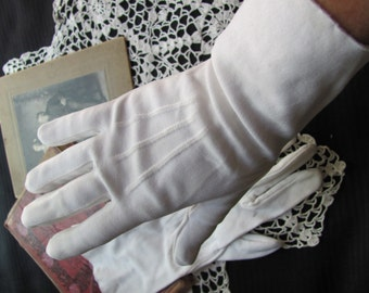 Gloves - Vintage Retro White Ladies Gloves - 13 Inches Long