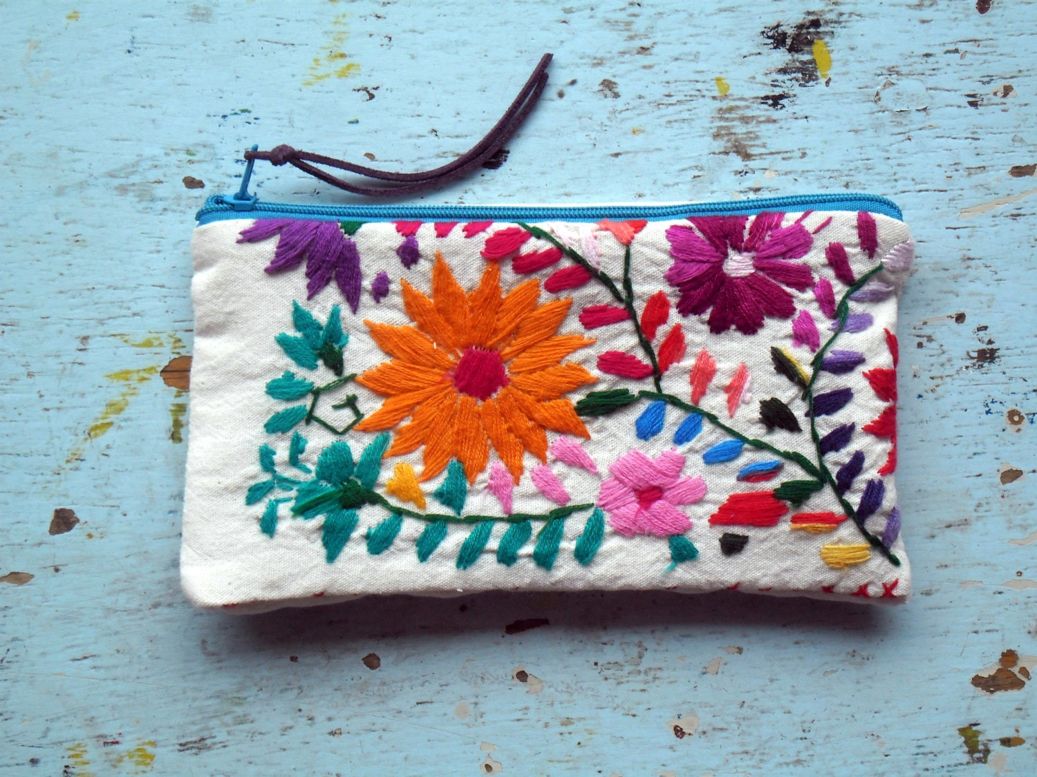 Mexican embroidered pouch lapicero
