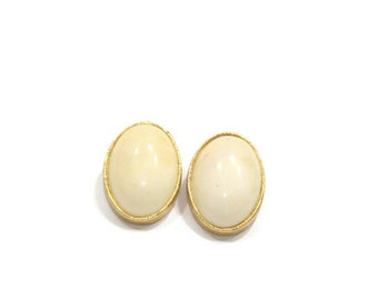 Vintage Oval Lucite Center Clip On Earrings