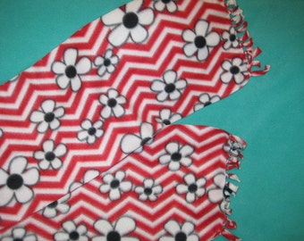 Black and White Flowers on Zig Zag in Red and White Fleece Scarf