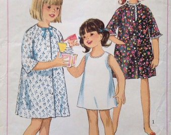 Simplicity 6855 - child size 4 robe and slip