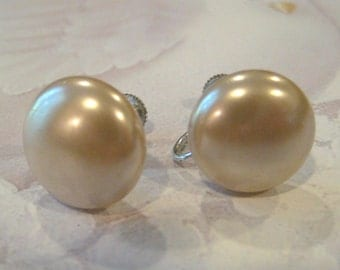 Vintage Champagne Faux Pearl Button Earrings 1940's or 1950's