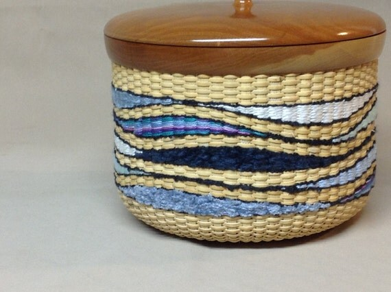 Nantucket Basket Weaving Patterns : Nantucket style basket with colorful tapestry by