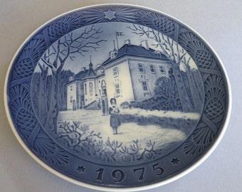 "1975 Royal Copenhagen ""The Queen's Christmas Residence""  Christmas Plate"