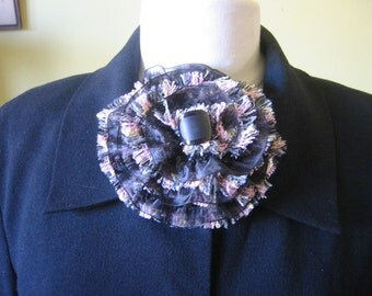 Tweed blossom and button broach