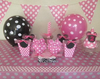 PLASTIC TABLE COVER Decorated in a Pink Polka Dot