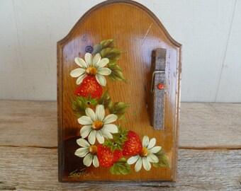 Vintage Wood Strawberry Recipe Note Holder