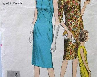 Vintage 1950s Vogue Pattern 5915 slim dress