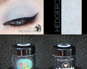 Duochrome Eye Shadow - Vegan - pearlescent violet/purple/turquiose - Scaredy Cat - HEDGEROW - 5 mL Sifter